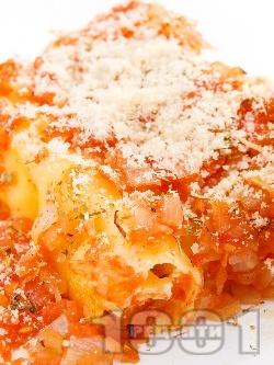 Канелони със сирене, шунка, доматен сос и Бешамел  - снимка на рецептата